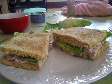 recette du sandwich aux rillettes de thon ou saumon. Black Bedroom Furniture Sets. Home Design Ideas